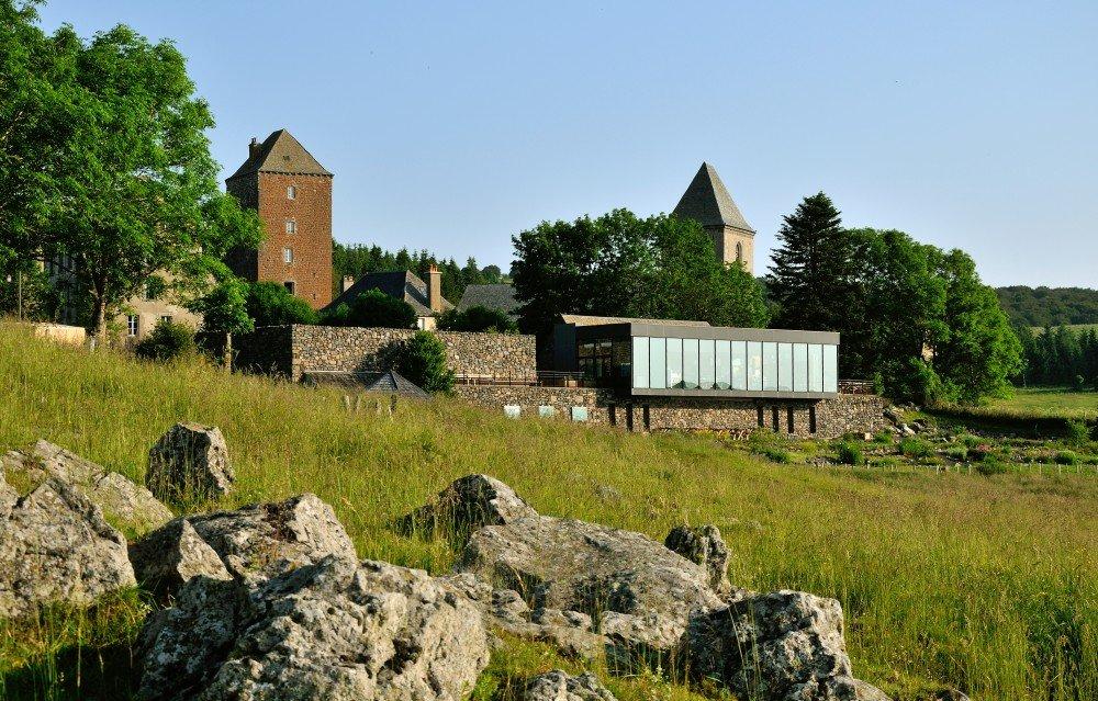 La Maison de l'Aubrac, discrètement nichée sur le plateau aveyronnais - Cr├®dit Photo Andr├® M├®ravilles - OT Aubrac-Laguiole