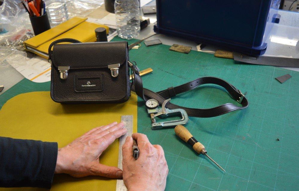 Mariquinerie aveyronnaise en majesté avec la conception de ce sac à main.