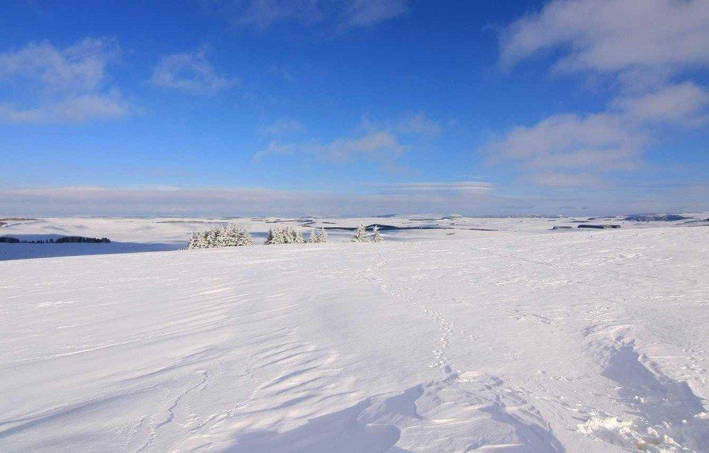 L'Aubrac en hiver, un petit air de terres extrêmes propices à l'exploration.
