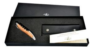 Le Sommelier génération 2017 est disponible dans un nouveau coffret cadeau avec son étui cuir noir et son certificat d'authenticité.